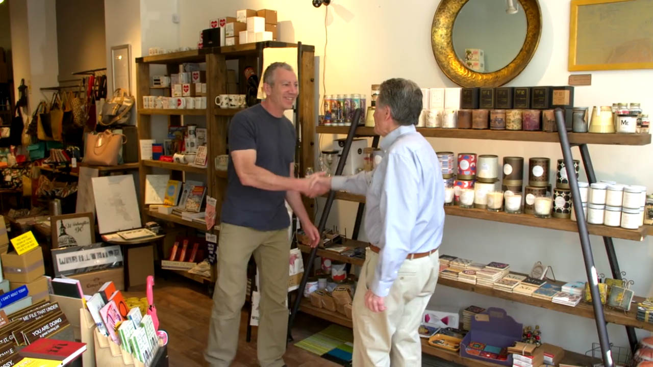 Urban Dwells Owner Tom McMahon and SCORE mentor Richard Rose shaking hands Veteran Award Video %page