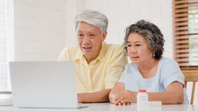 elderly asian couple view medical animation video on laptop at home 400x225 Medical Animation Video %page
